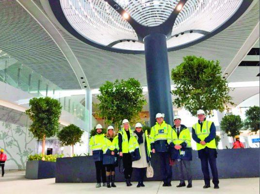 Büyükelciler Yeni Havalimanina hayran kaldi