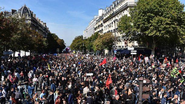 Fransa'aki genel grev ucaklari vurdu
