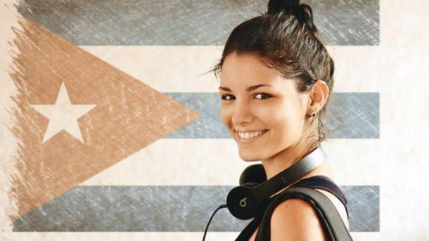 Kuba 97 fotografla Karakoye tasiniyor