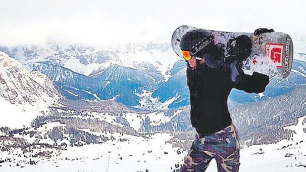 Sosyetik güzel Eda Taspınar İtalyada kayak keyfi yapti