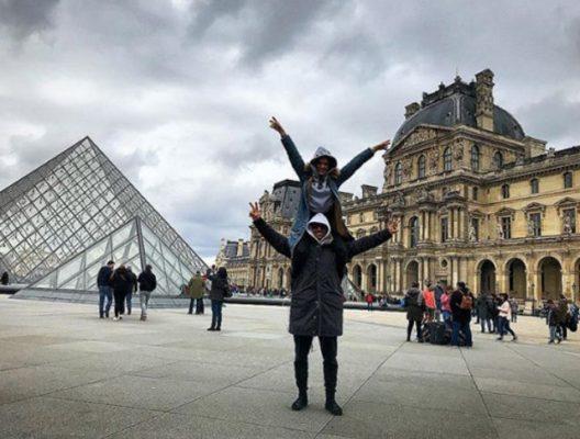İbrahim celikkol ve esi Pariste tatilde