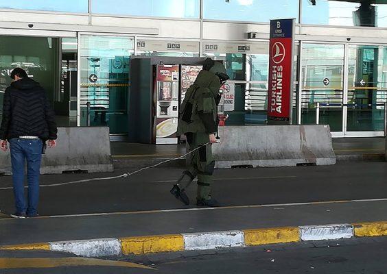 Ataturk Havalimanindaki supheli paket patlatıldi