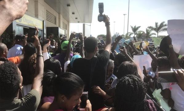 Tolgahan Sayısman Angolada izdiham yaratti