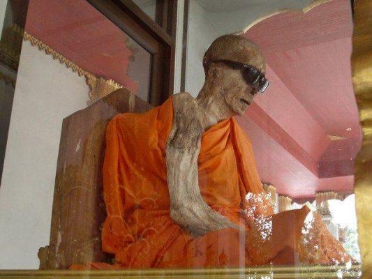Koh Samui Mumyalanmış Keşiş Tapınağı Tayland