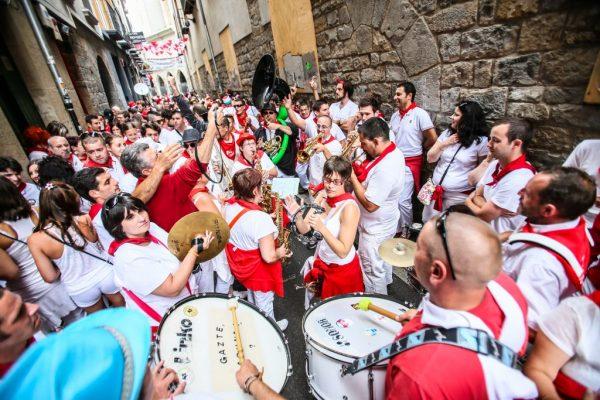 San Fermin Fsetivali için binlerce turist İspanyaya akın eder