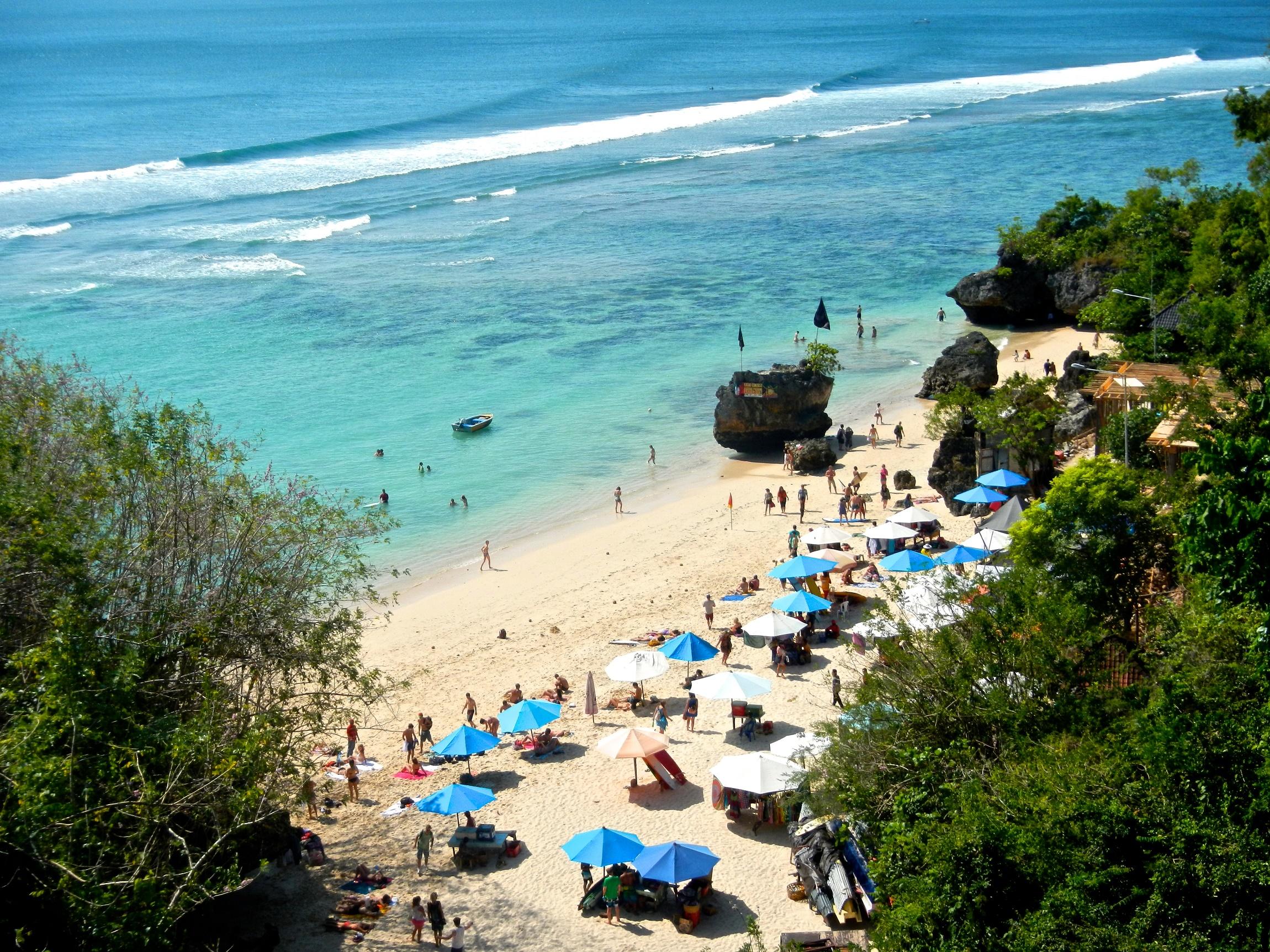 Padang Padang Beach'te sörf yapın