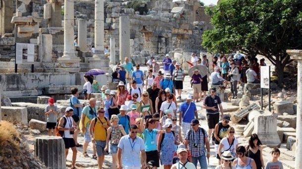 Türkiy'ye 180 ülkeden 7.8 milyon turist geldi!