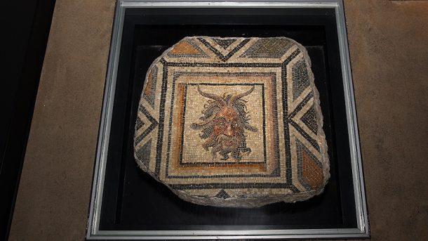 cingene - kizi - zeugma - mozaikleri