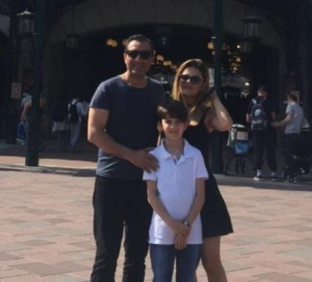 Rafet El Roman eski eşi ve çocuğuyla Disneyland tatilinde