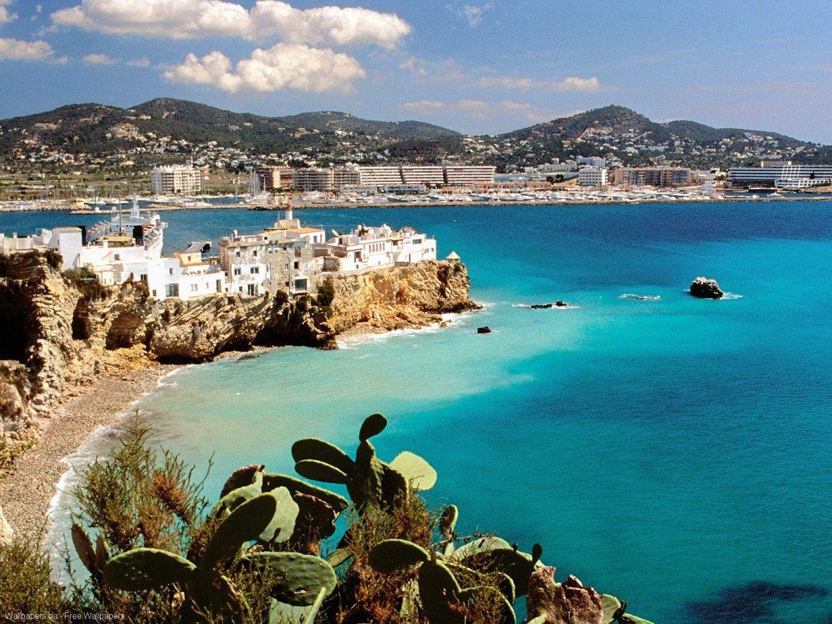İsyanya İbiza adası plajları ile de ünlü