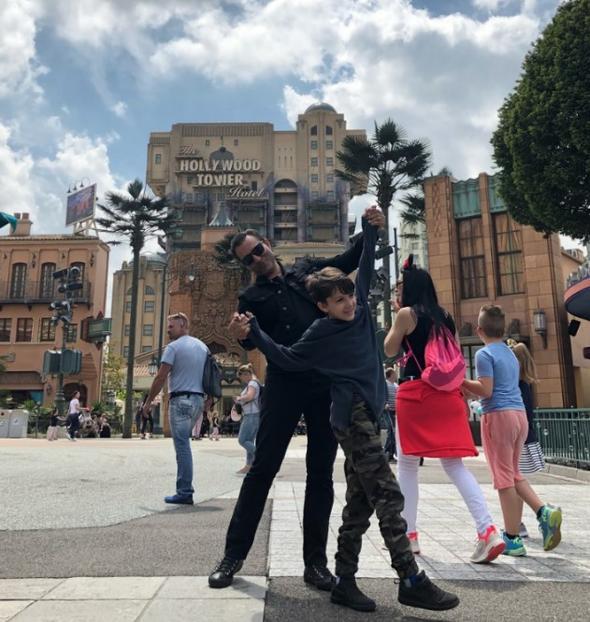 Rafet El Roman ve oğlu Disneyland tatilinde