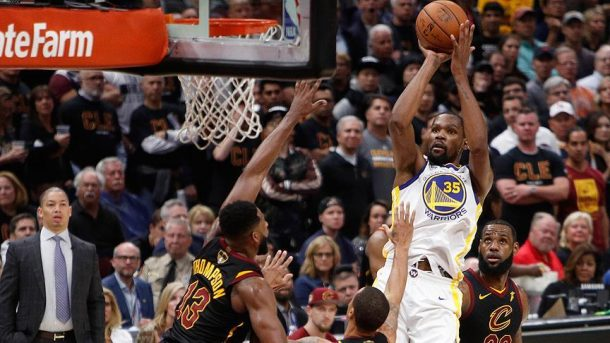 NBA'de Warriors'un kupaya uzanmasına bir maç kaldı!