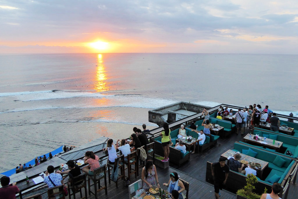 Bali Ayana Resort Otel'in Rock barında keyif yapın