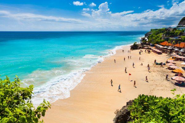 Jimbaran bölgesinin ünlü plajı Dreamland Beach