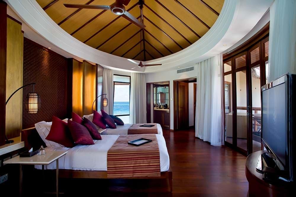 Balayı tatili için Constance Halaveli Maldiveler villaları