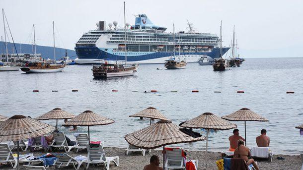 Bodrum kruvaziyerle gelen turistlerin akınına uğradı