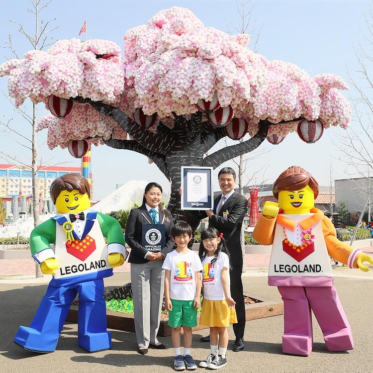 Lego'dan yapılan Sakura Ağacı