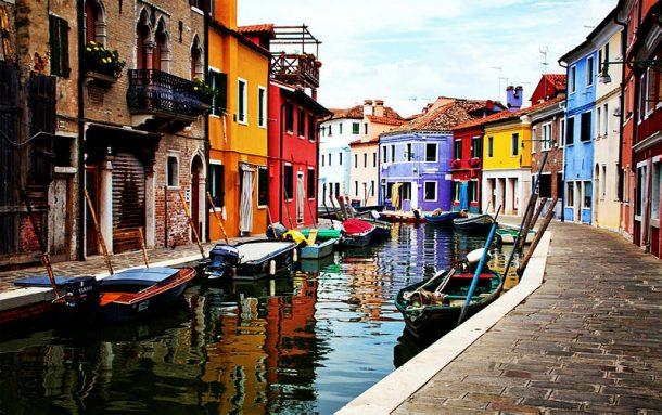 Gondol gezileri ile ünlü Venedik'te bazı turistik aktivitelere sınırlama geldi