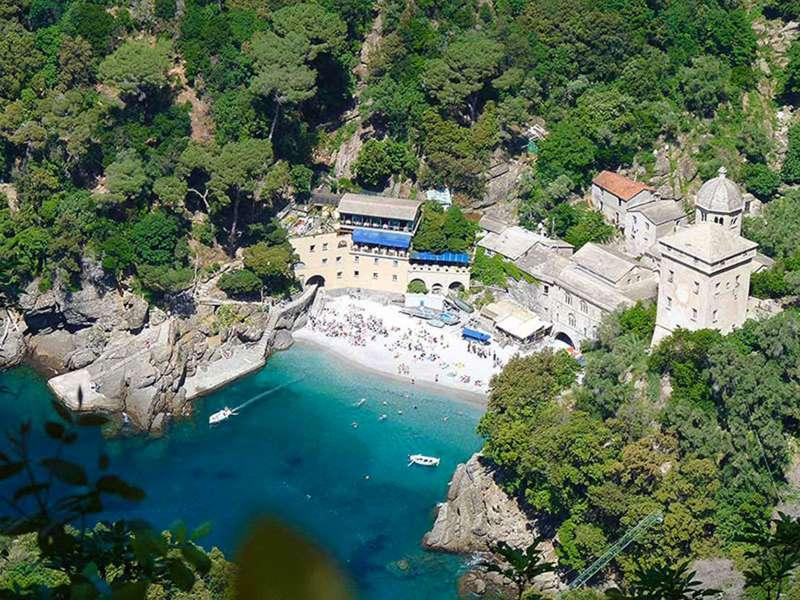 En güzel İtalya Plajları arasında senelerdir yerini koruyan San Fruttuoso