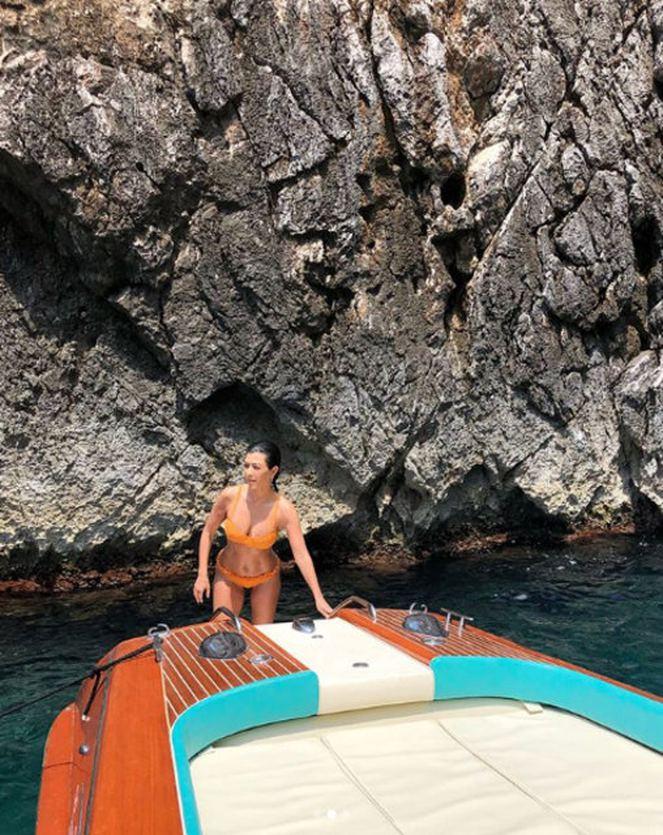 Kourtney  Kardashian İtalya plajlarında