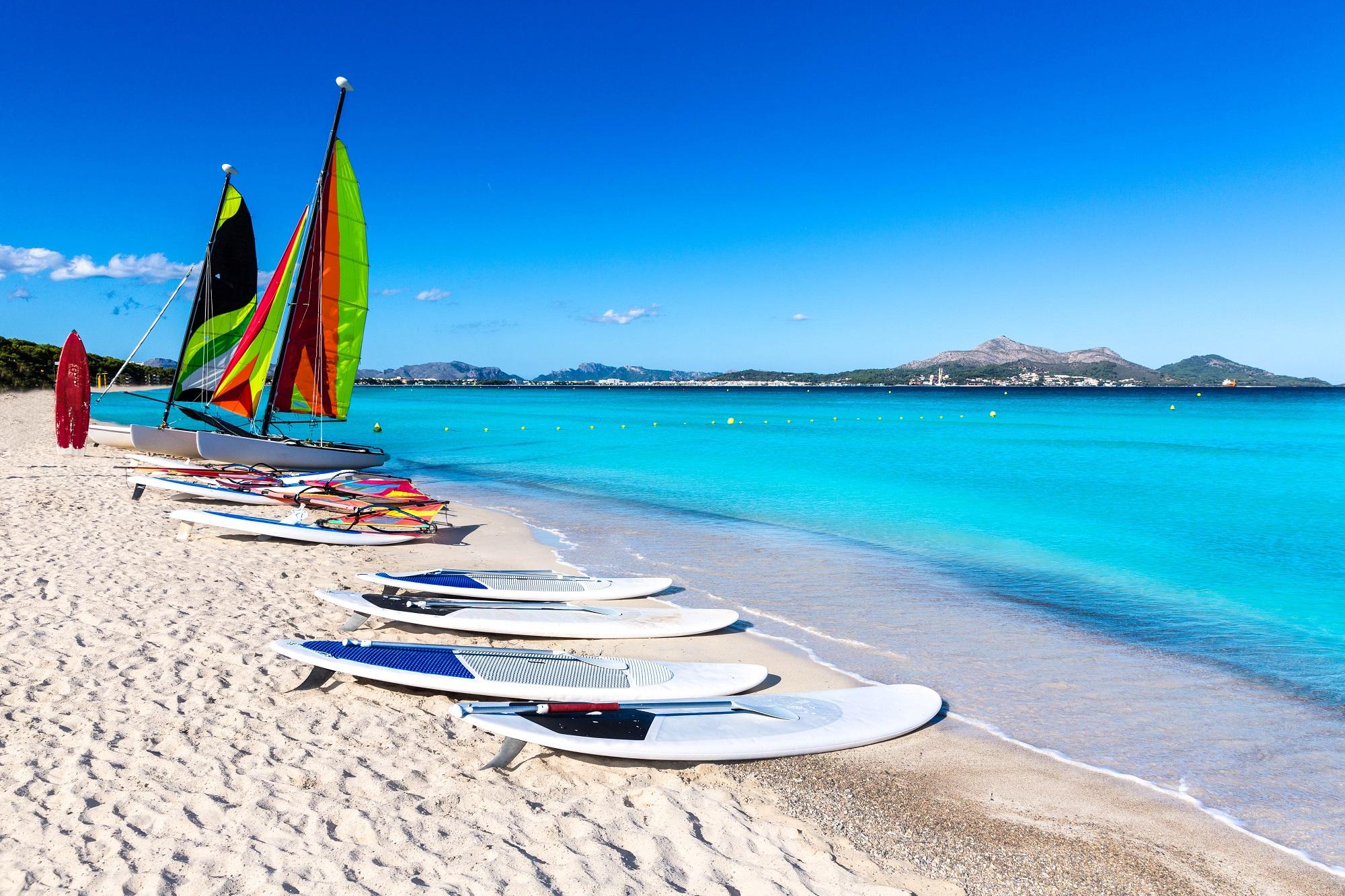 Playa de Muro Plaj'nda sörf yapın