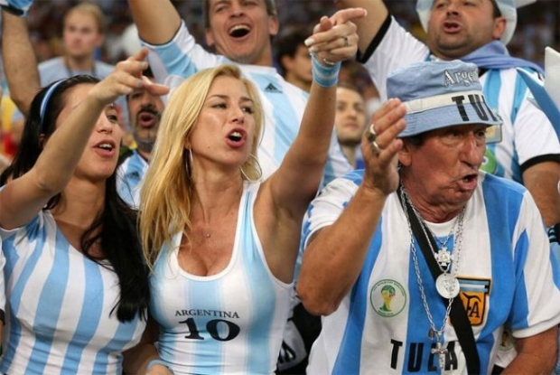 Arjantinli taraftarlari THY taşıdı