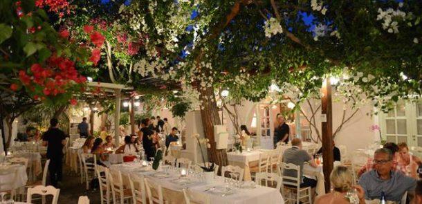 Yunan adası Mykonos'un ünlü restoranı Avla