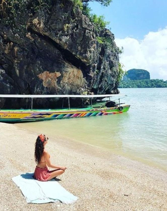 Başak Dizer ve kardeşi Phuket tatilinde