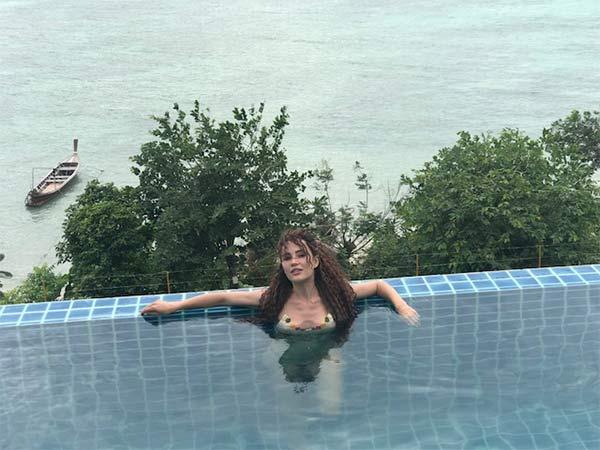 Ece İrtem arkadaşlarıyla Phuket tatilinde