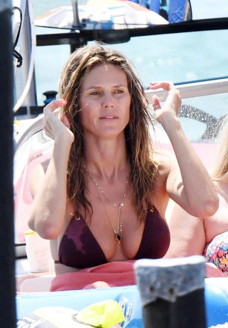 Heidi Klum İtalya Plajları'nda mor bikini ile görüntülendi