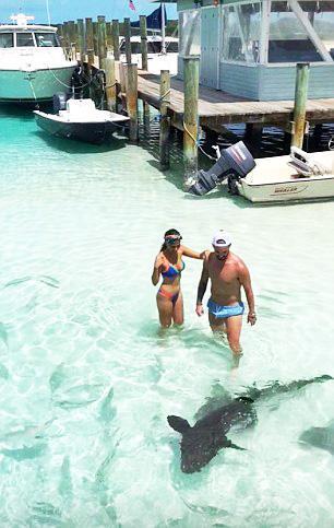 Isco Barbados'ta köpekbalıkları ile yüzdü!