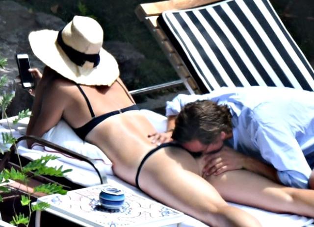 Sharapova ve Alexander Gilkas İtalya Plajlarını ısıttı