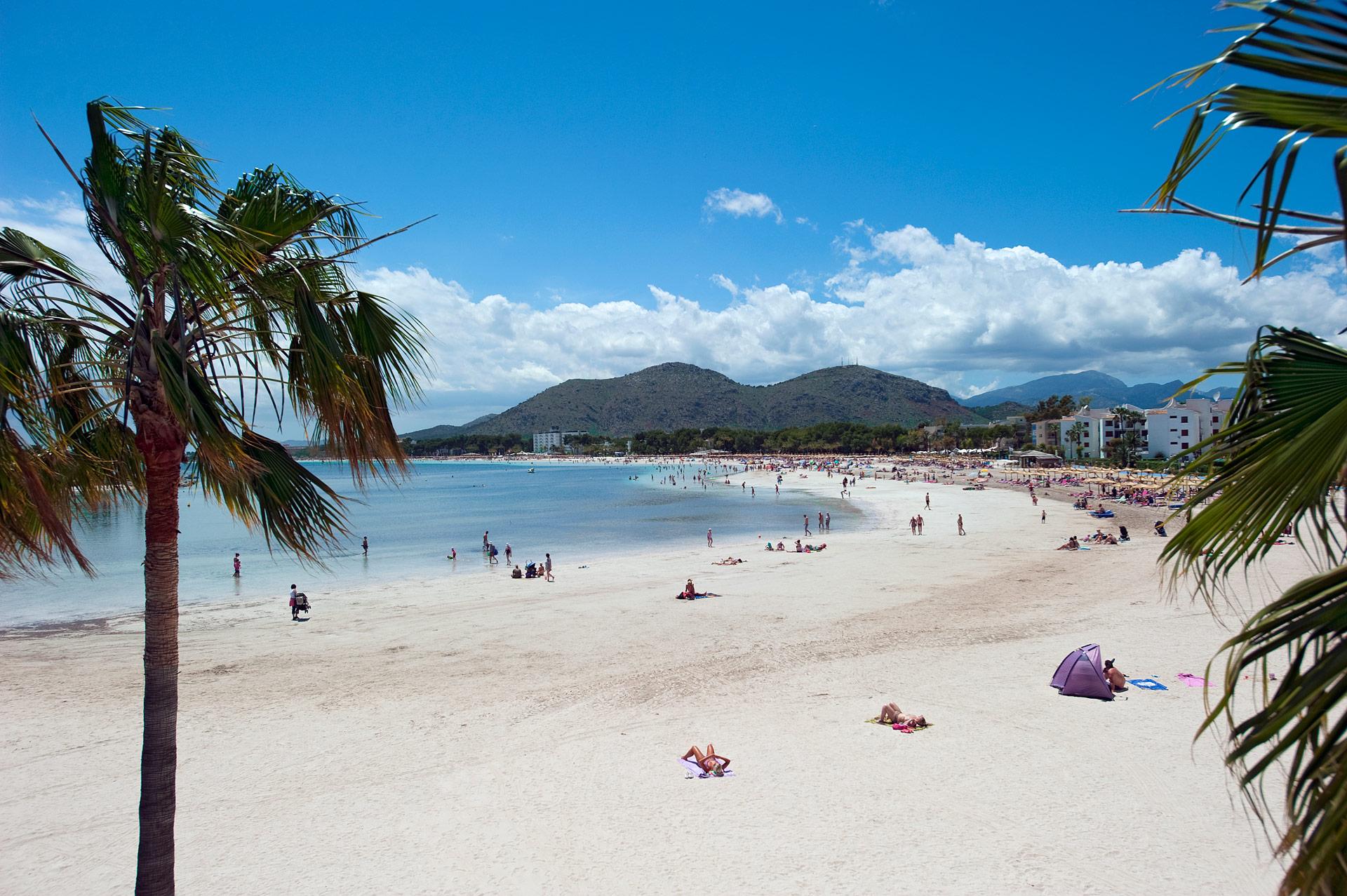 Su sporlarını Alcudia Plajı'nda yapın