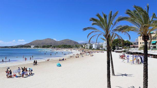 Turistlerin tercihi Port De Alcudia Plajı
