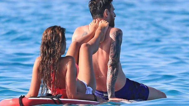 Messi ve Antonella Roccuzzo  İbiza tatilinde aşk tazeledi