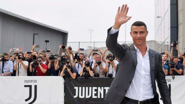 Ronaldo Juventus taraftarlarını selamladı