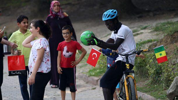 Türk halkı bize memleketimizi hiç aratmadı