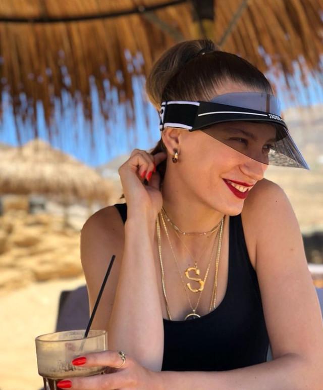 Serenay Sarıkaya sevgilisi Kerem bursin ile Mykonos'ta tatil yapıyor