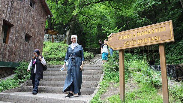 Kapalı döneminde bile Sümela Manastırı ziyaretçi akınına uğruyor!