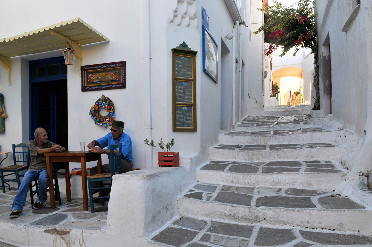 Paros'n tam ortasındaki köy: Lefkes
