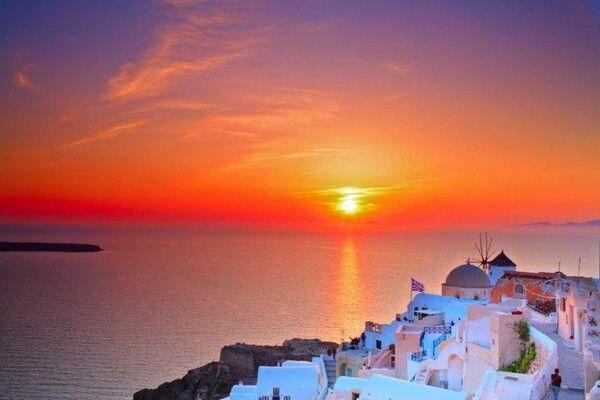 Balayı çiftlerinin tercihi en güzel Yunan Adaları Santorini'de gün batımı