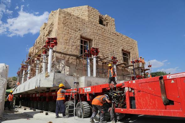 650 yıllık 1600 ton ağırlındaki tarihi Artuklu Hamamı taşınıyor!