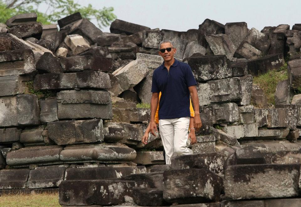 Obamalar Java Adası'nda bulunan Yogyakarta'daki Prambanan Tapınağı'nda