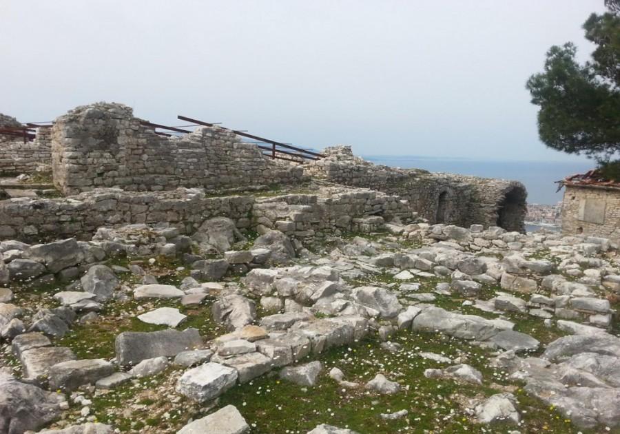 Arnavutluk Sarande 40 Saints Manastırı