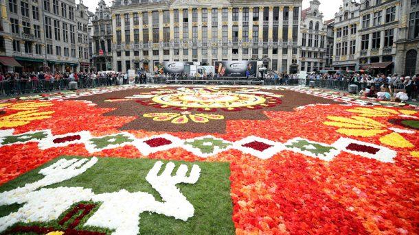 Grand Place, ilk kez 1971&'de çiçeklerle donatıldı