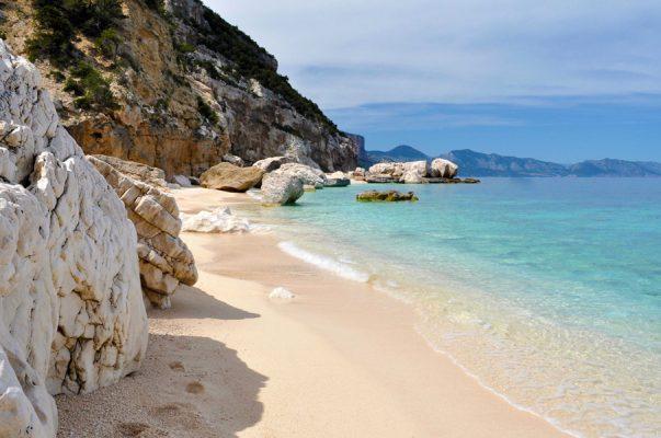 İtalya Plajı'ndan bir şişe kum alan turiste 1000 euro ceza kesildi!