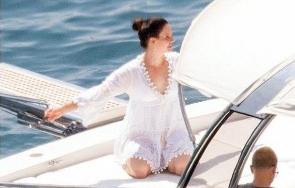 Lana Del Rey de tatil için Positano'daki İtalyan Plajları'nı seçti