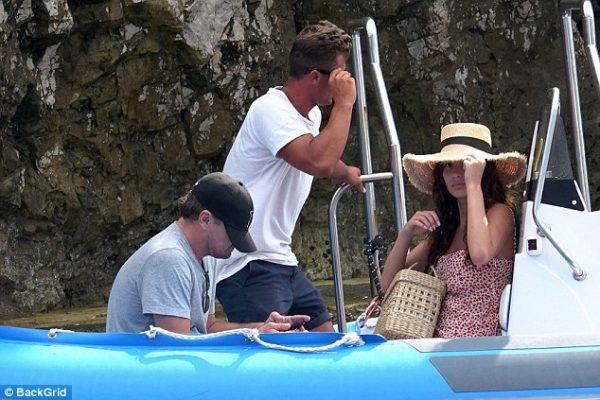 Leonardo DiCaprio Capri Adası'nda genç sevgilisi ile tatil yapıyor!