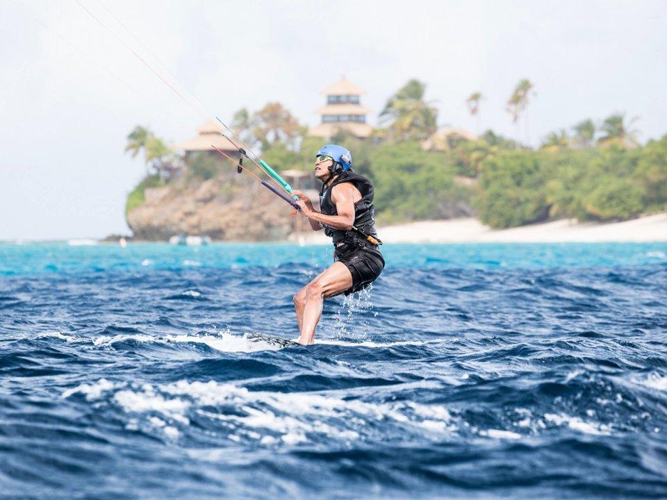 Obama Moskito Adası'nda kitesurfing yaptı