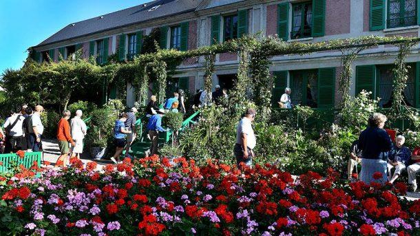 Turistler Fransız ressam Claude Monet'in ilham bahçesine akın ediyor